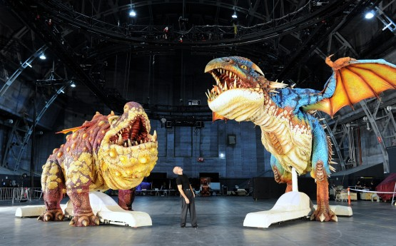Jeffrey Katzenberg and the giant Gronckle and Deadly Nadder animatronic dragons from the How to Train Your Dragon Arena Spectacular