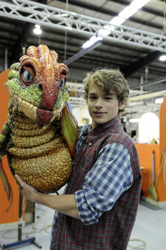 Rarmian Newton (Hiccup) poses with an Egg Biter dragon from the How to Train Your Dragon Arena Spectacular