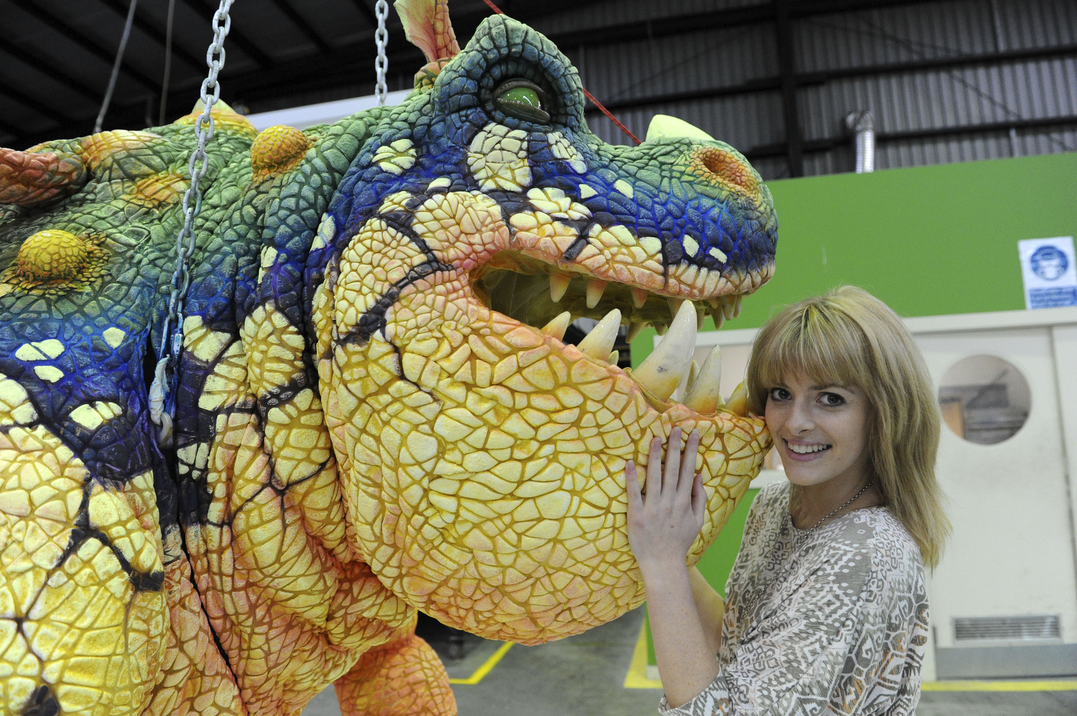Cast Meets Their Dragon Costars « Nightfurylive: How To Train Your Cast  Meets Their Dragon The Eggs Explode!