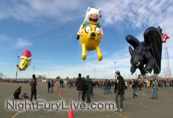 Toothless the NIght Fury Dragon flies in the Macy's Thanksgiving Day Parade How to Train Your Dragon
